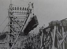 旭川鉄橋復旧工事 橋桁設置 中鉄九十年の歩み