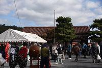 美作滝尾駅前の賑わい.jpg