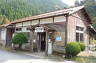 美作河井駅 玄関側外観
