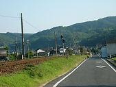 桜川付近から建部駅を望む