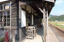 滝野 改札・加茂方を望む2016-11