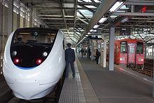 福井駅で発車を待つ725D