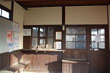 駅舎内部 窓口