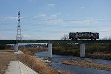 杣川鉄橋を渡る貴生川行.jpg