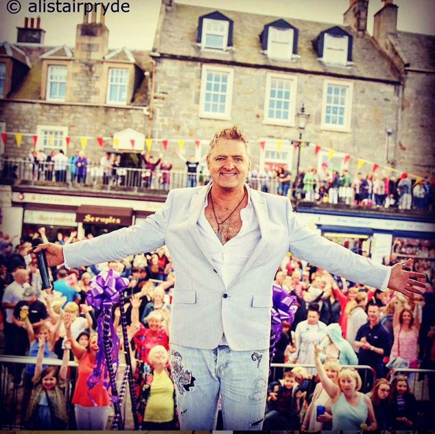 Marc Andrew Singer At South Queensferry Fayre