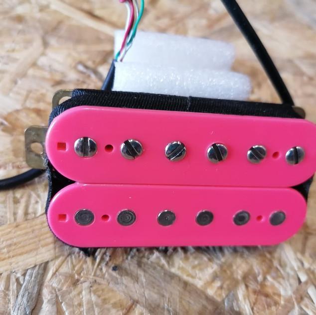 Dominger Whiskeyssippi pink - neck.jpg