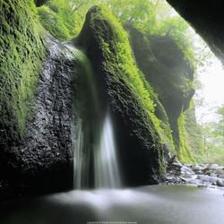 シワガラの滝。