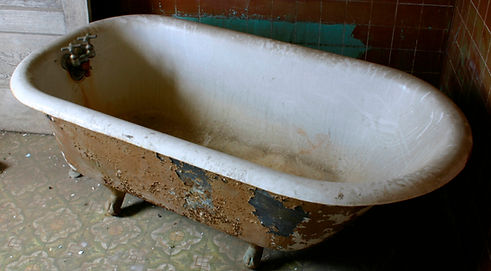 Abandoned bath - before.jpg