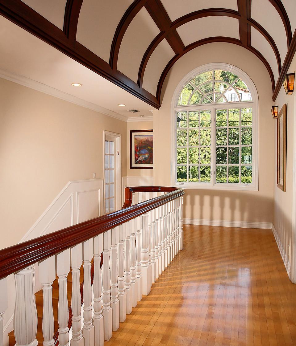 Upstairs Foyer-9.jpg