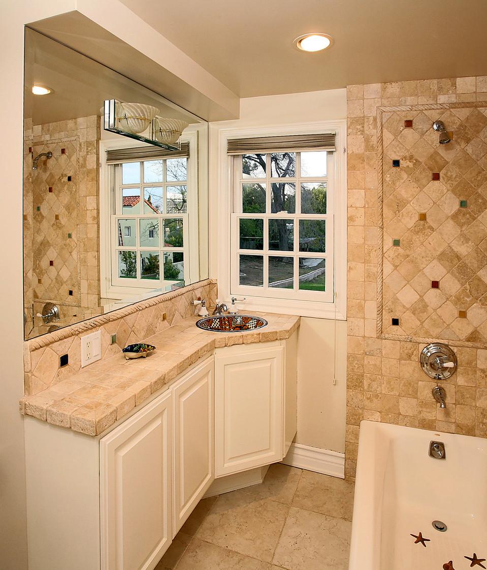 Guest Bathroom-16.jpg