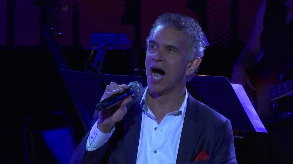 Brian Stokes Mitchell sings America The Beautiful/Wheels of a Dream
