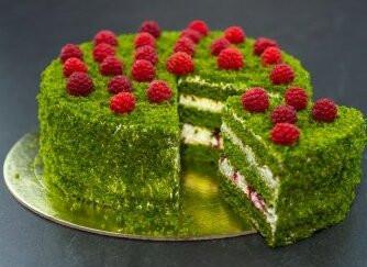 Новогодний торт с малиной