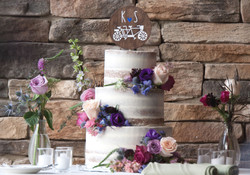 cake decorated w flowers