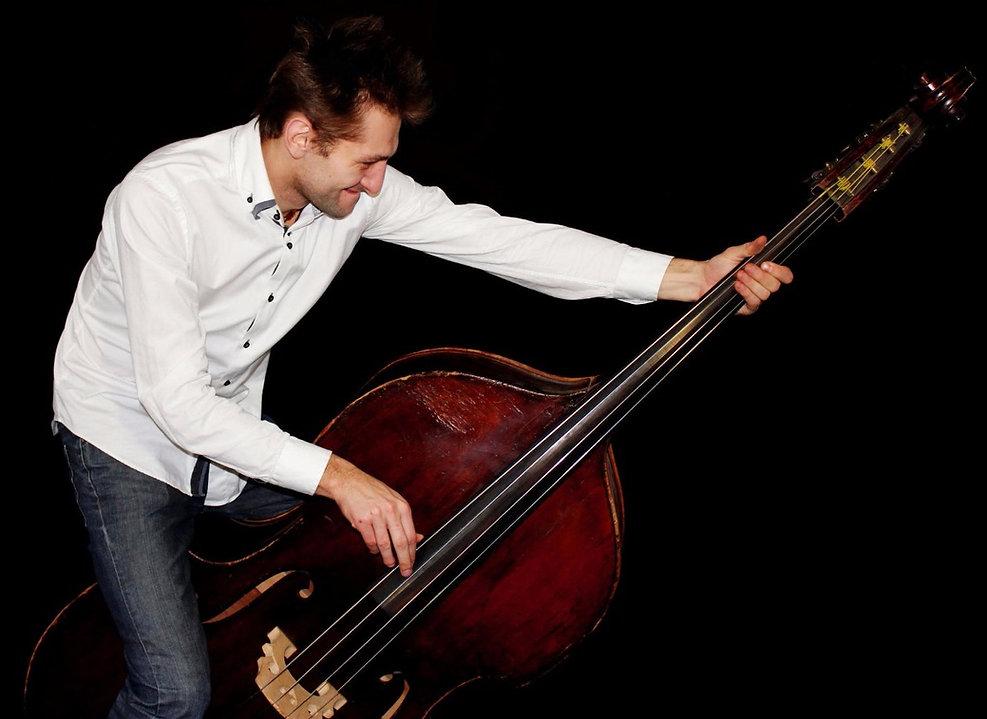 Официальный сайт Александра Муравьёва ( контрабас, бас-гитара, композитор)