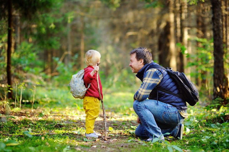 How to go for a walk with our little children?
