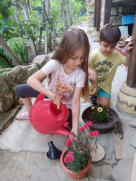 Viki i Stefan-всеки си има любимо цвете