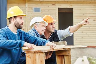 ouvrier sur chantier shutterstock_611431