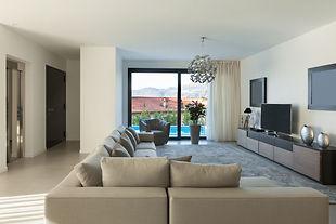 appartement vue piscine shutterstock_349