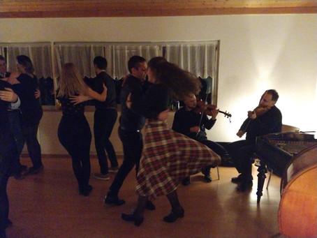 Farsangi táncház az Üsztürü zenekarral