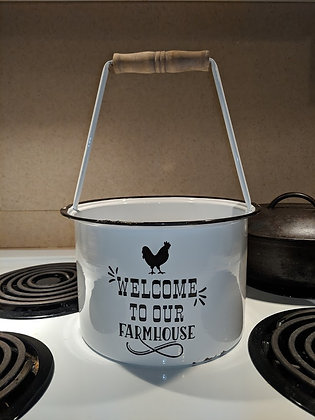 Welcome to our farmhouse enamelware bucket