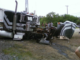 TRAIN VS 18 WHEELER