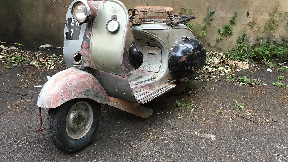 1951 Douglas Vespa Rod Type (Early No Vespa Scroll Badge Model)