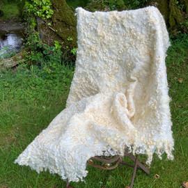 Soft Cotswold curl throw