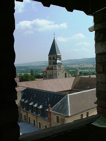 640px-Abbaye_cluny_depuis_tour_fromages.