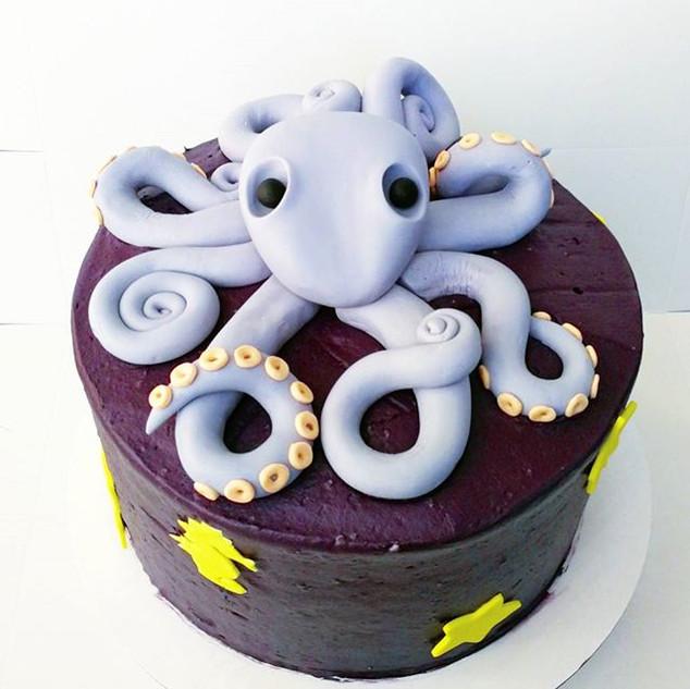 ⛵Custom Baby Shower Cake and Cupcakes⛵
