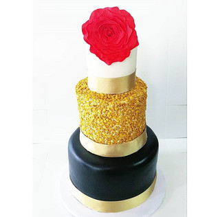 Black and Gold Sweet 16 Cake!!_• • •_#sw