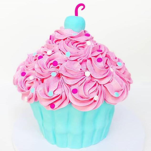 🤯JUMBO CUPCAKE CAKE!!🤯 • • •__#sweetka