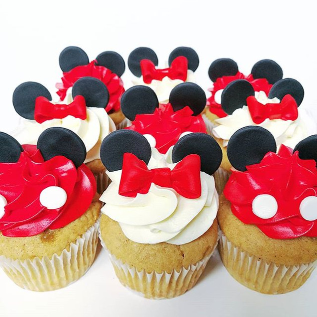 Mickey and Minnie Mouse Cupcakes!! • • •