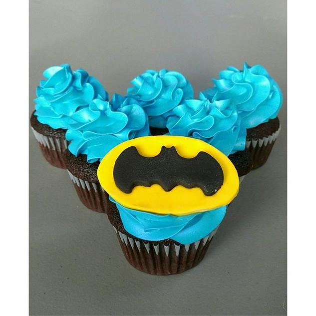 BATMAN!! #kateskupcakes #batman #cupcake