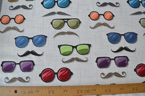Lunettes et moustaches