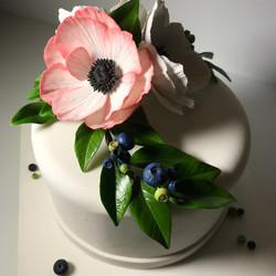 Anemone plus Blueberry sugar art
