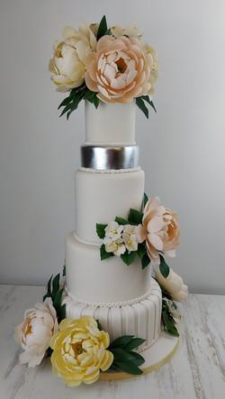 amazing cake for spring wedding