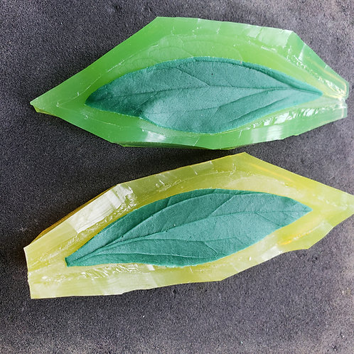Peony leaf M 586v