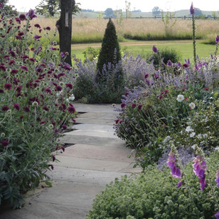TRADITIONAL COUNTRY GARDEN - Ilkley