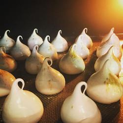 Love a sparkly meringue baking! ._._._