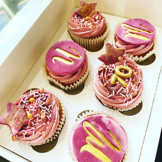 mum 70th cupcakes