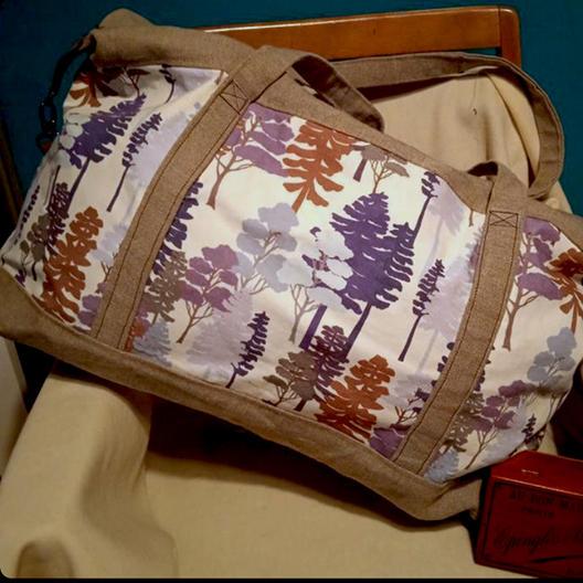 Sac réalisée par ma cliente avec une commande particulière de  tissu avec le motif Zonza mauve.