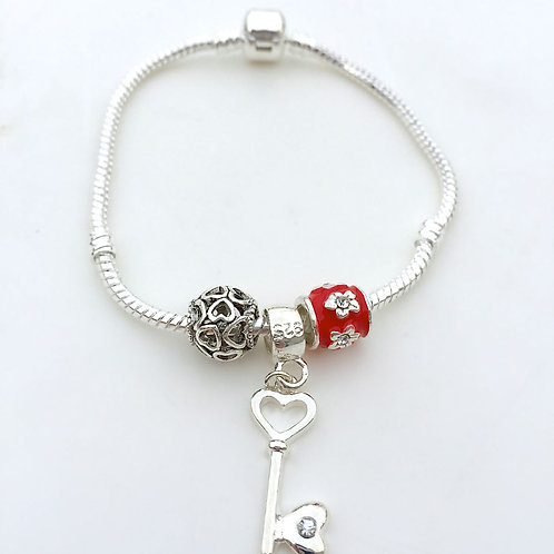 Key to your heart  - Charm Bead Bracelet