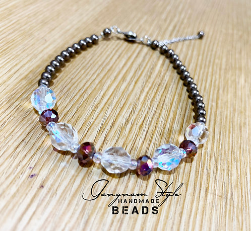 A Very beautiful bracelet with pearl and 2 color combination glass beads