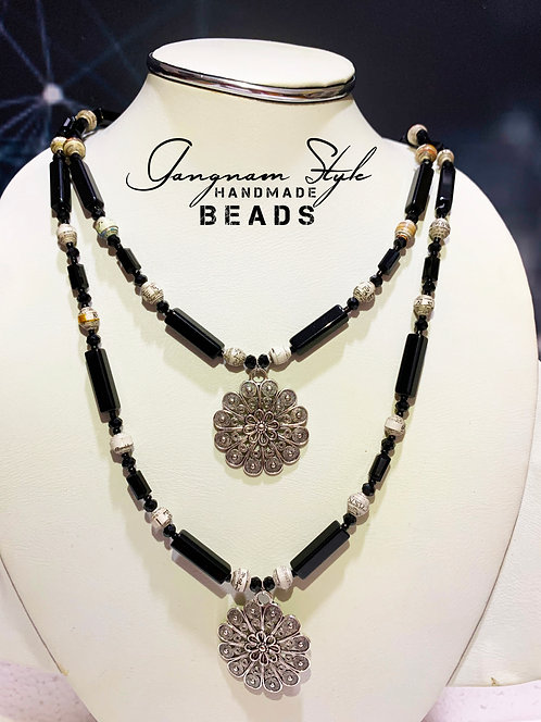 Beautiful necklace antic with paper beads