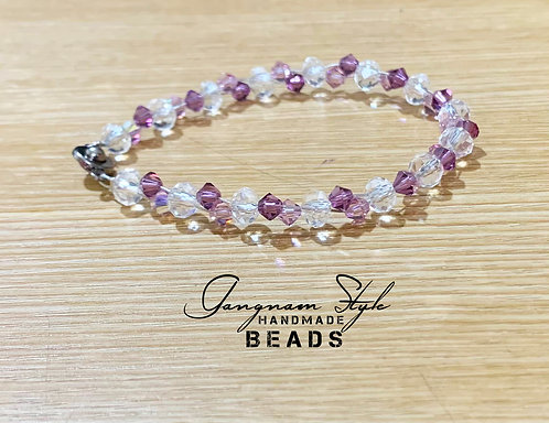 Beautiful and simple glass beads bracelet