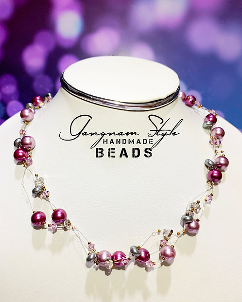 Stylish necklace with crystal and break glass beads