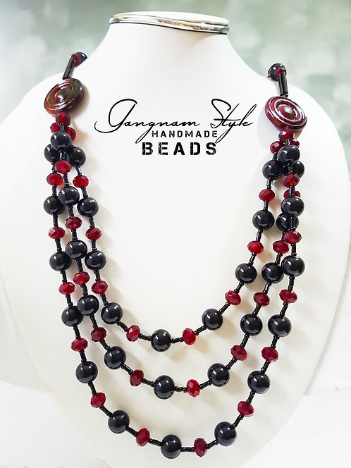 Necklace with two color combination crystal and glass beads