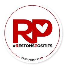 logo-restons-positifs-press-and-play.png
