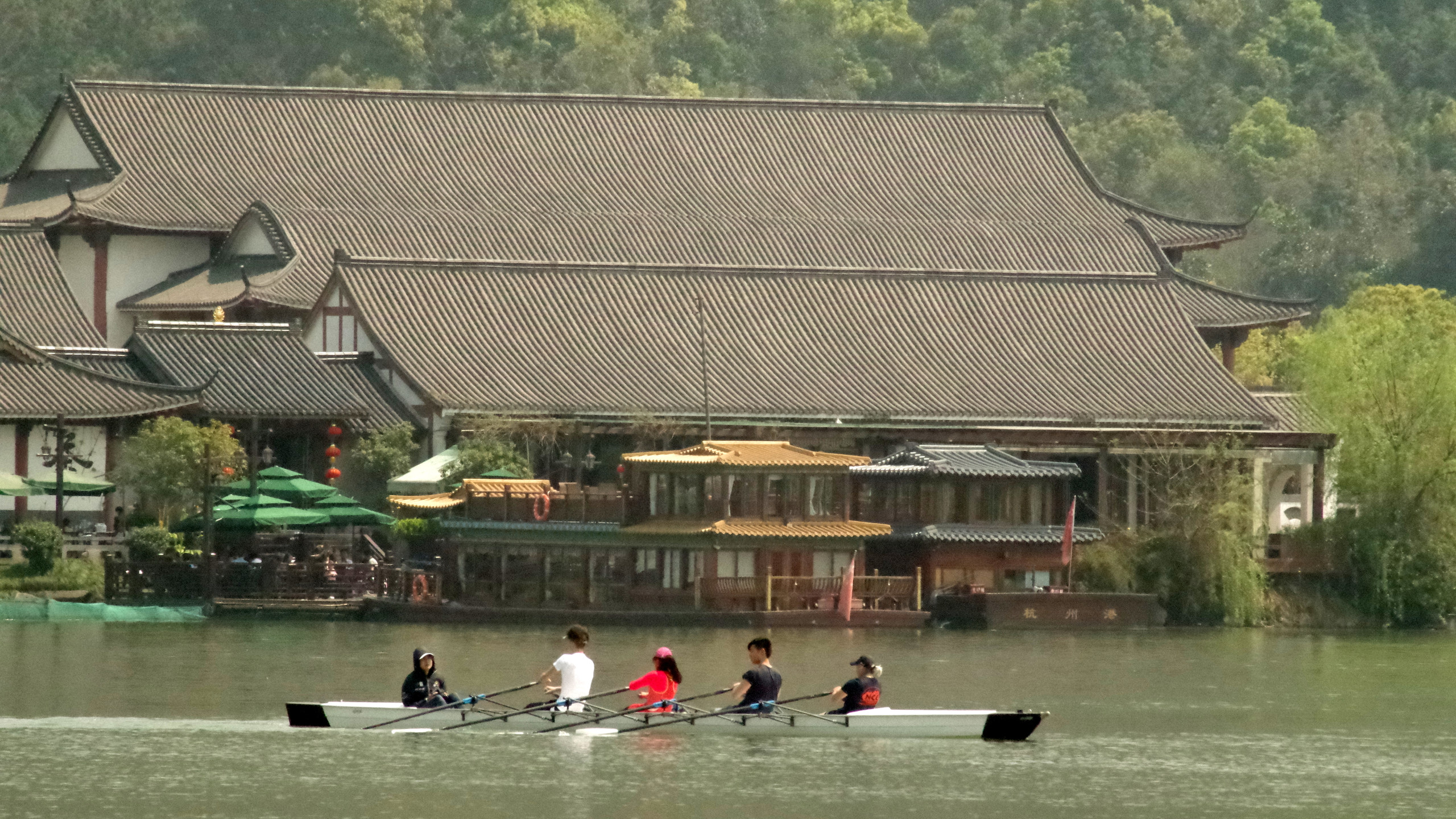 The whole lake was surrounded by scenic areas, sculpted gardens, pagodas new and old.