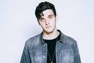 "Lauv sings score for ""The Middle"""